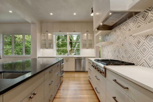 4300 Edgemont Dr-large-034-20-Family Kitchen and Dining 139-1499x1000-72dpi